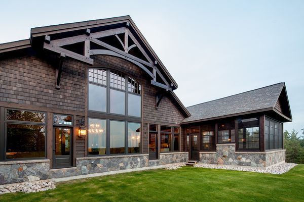 Modern-Trails-Ontario-Canadian-Timberframes-Covered-Porch-Exterior