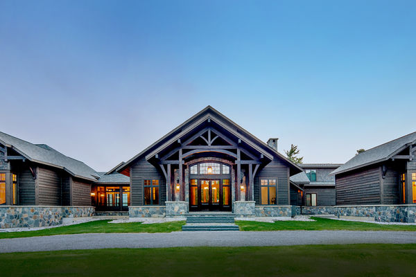 Modern-Trails-Ontario-Canadian-Timberframes-front-entrance-timber-frame