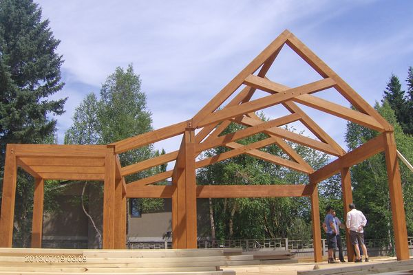 City-Living-Calgary-Alberta-Canadian-timberframes-construction-timber-frame-trusses