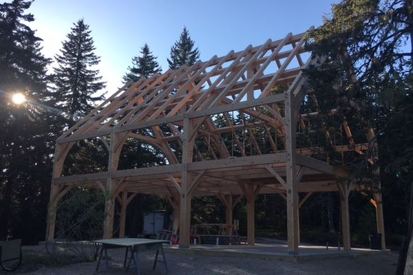 Maine-Family-Party-Barn-Canadian-Timberframes-Construction-Timber-Raising