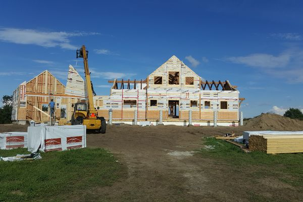 Yellowhead-Residence-Saskatoon-Canadian-Timberframes-Construction-Wall-Panels