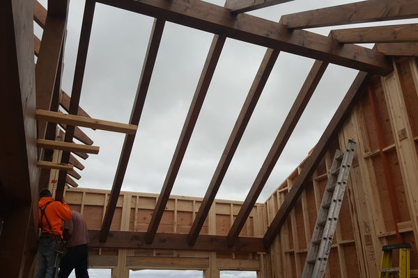 Yellowhead-Residence-Saskatoon-Canadian-Timberframes-Construction-Roofing