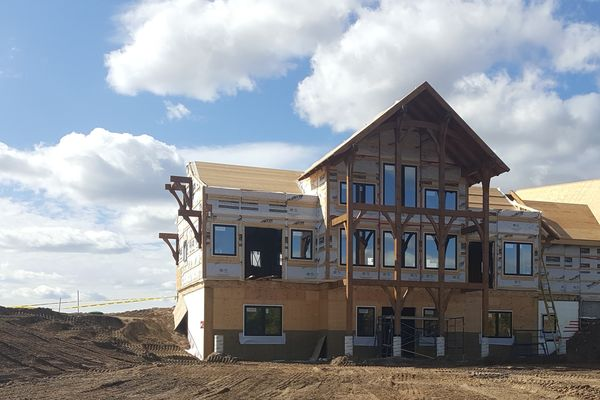 Yellowhead-Residence-Saskatoon-Canadian-Timberframes-Construction-Rear-Exterior