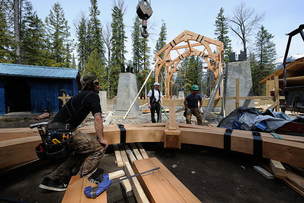 Elk-River-Fernie-British-Columbia-Canadian-Timberframes-Construction-Raising