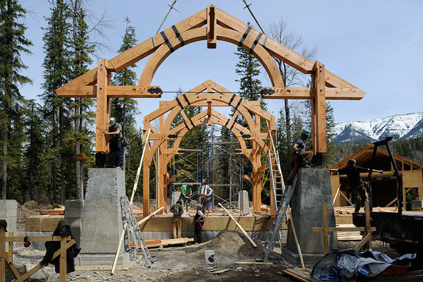 Elk-River-Fernie-British-Columbia-Canadian-Timberframes-Construction-Timber-Raising