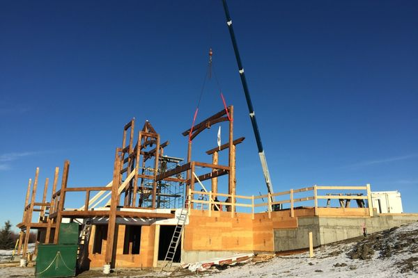 Rustic-River-Calgary-Alberta-Canadian-Timberframes-construction-timber-frame-raising