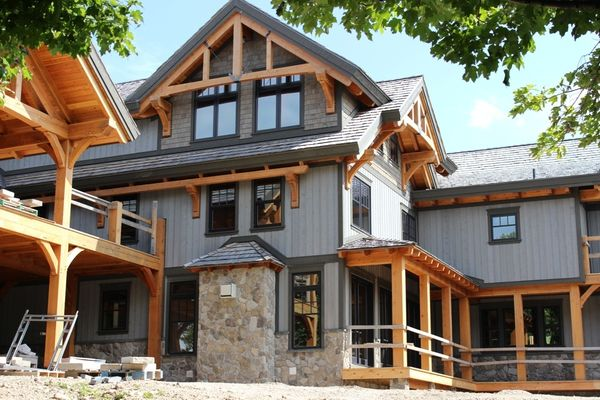 Hill-Top-Retreat-Collingwood-Ontario-Canadian-Timberframes-Construction-Exterior
