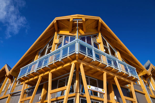 Grizzly-Paw-Brewery-Alberta-Canadian-Timberframes-Timber-Frame-Exterior