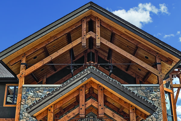 Iron-Goat-Pub-Grill-Alberta-Canadian-Timberframes-Entry-Trusses