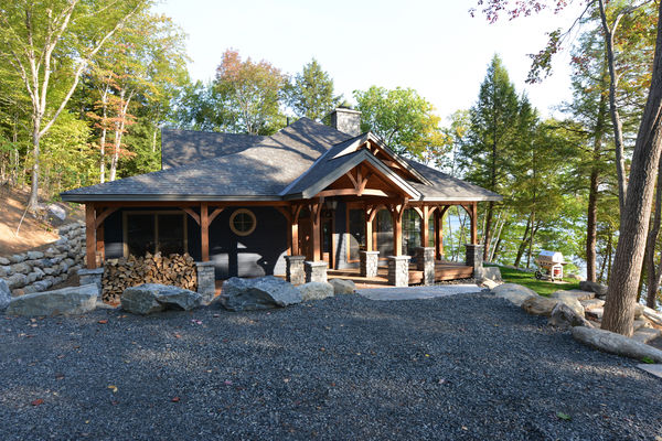 Cozy-Inlet-Kawartha-Lakes-Ontario-Canadian-Timberframes-Front-Exterior