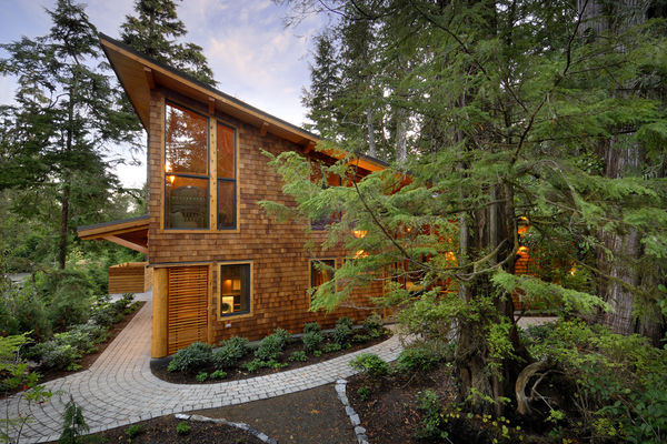 Nestled-Retreat-Tofino-British-Columbia-Canadian-Timberframes-Exterior