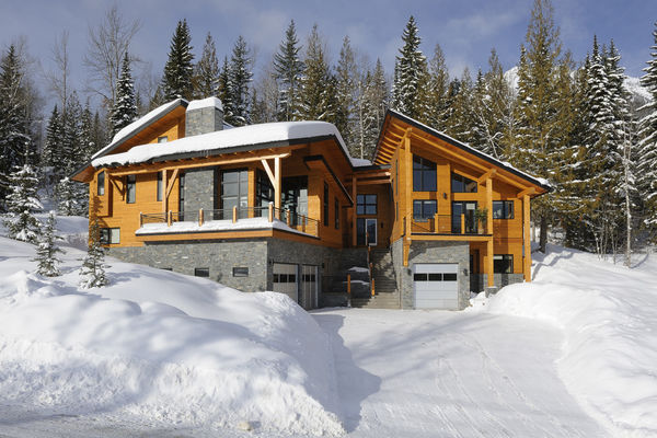 Alpine-Trail-British-Columbia-Canadian-Timberframes-Winter-Exterior